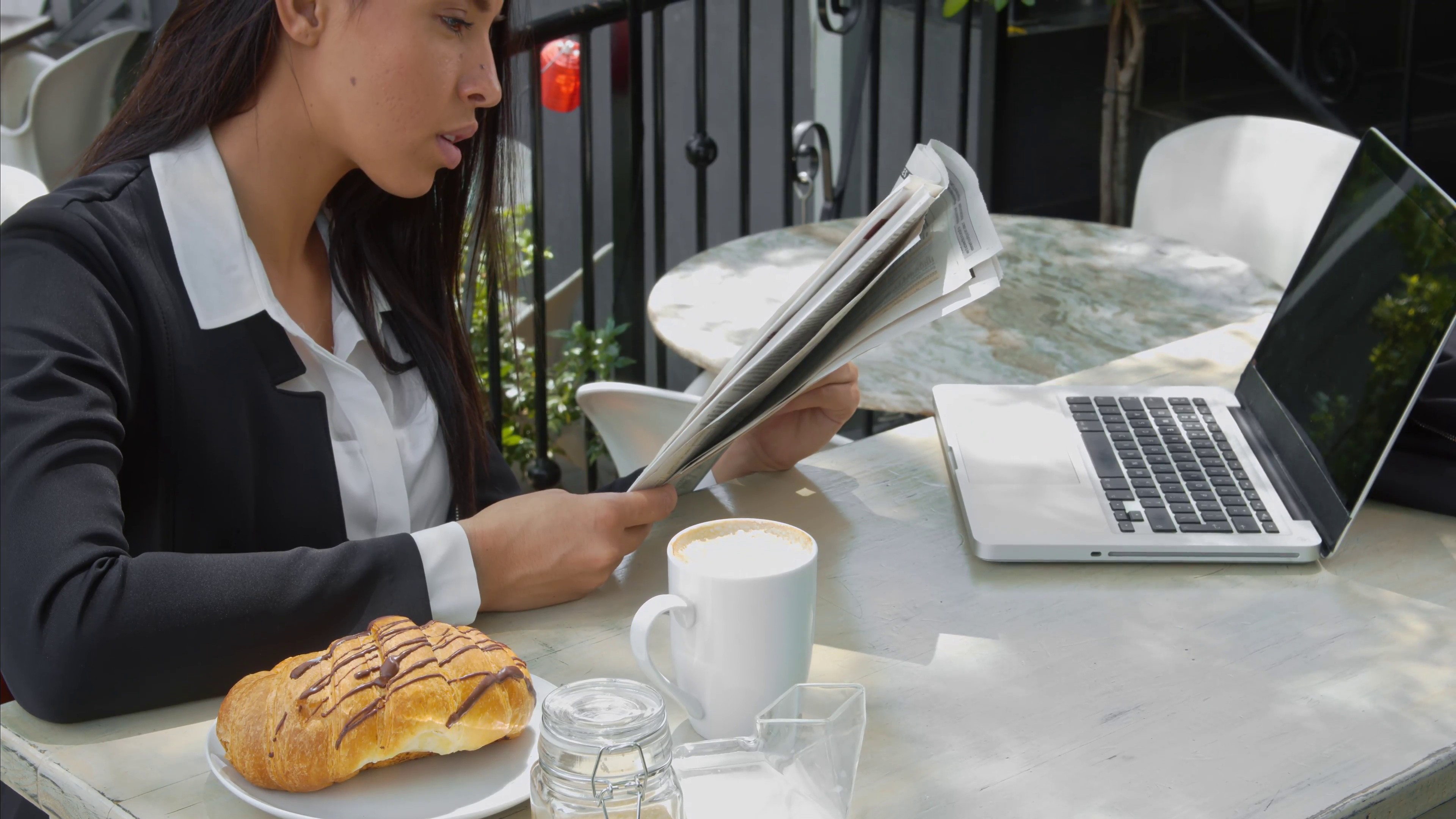 young-attractive-businesswoman-salesperson-working-on-modern-laptop-with-morning-coffee-and-newspaper-in-cafe_41vvzbq__F0000